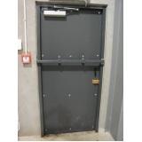 porta de aço com grade